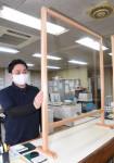 町産材で感染防止の仕切り 雫石商工会青年部、収益は寄付