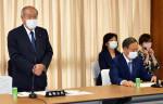 鈴木自民総務会長が退任 「円満運営、協力に感謝」
