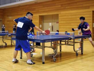 初開催の大会で熱戦を繰り広げる選手たち