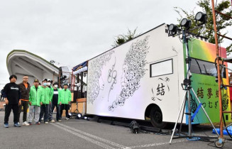 42歳厄年連「結夢輝」のメンバーが作った山車。前沢秋まつりで披露する