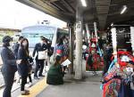 記念列車、節目の旅路 釜石線全線開通70周年