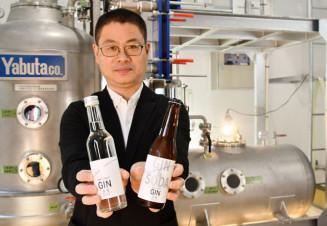 世嬉の一酒造が新たに販売するクラフトジン。ヒバやサンショウの実などで香り付けした