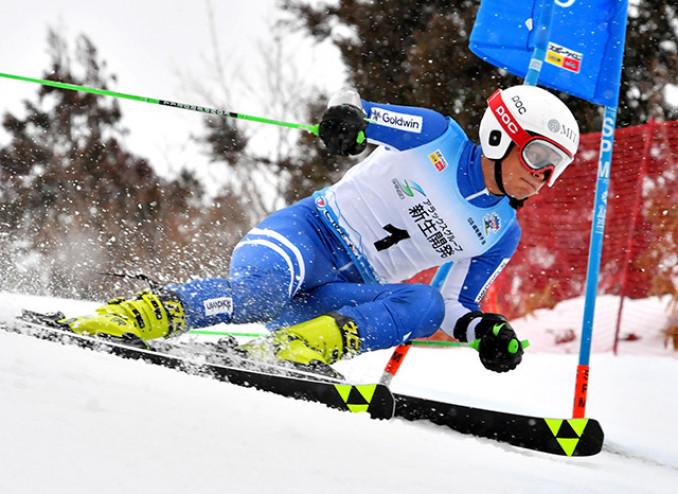 富山スキー国体 成年男子B大回転 攻めの滑りを貫き、1分0秒69で初優勝を果たした宮本慎矢(三田商店)=2月、南砺市・たいらスキー場