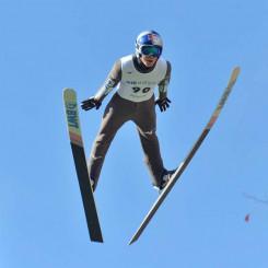 男子 2回目に127メートルを飛んで3位に食い込んだ小林陵侑(土屋ホーム)=札幌市・大倉山ジャンプ競技場