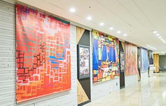 東京駅グランルーフ地下1階通路に展示された作品