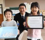 努力の繭玉に認定書 五輪UAE衣装用、一関の児童2人で飼育