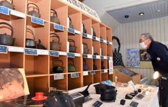 職人の技が光る品々が並んだ奥州南部鉄器展の会場