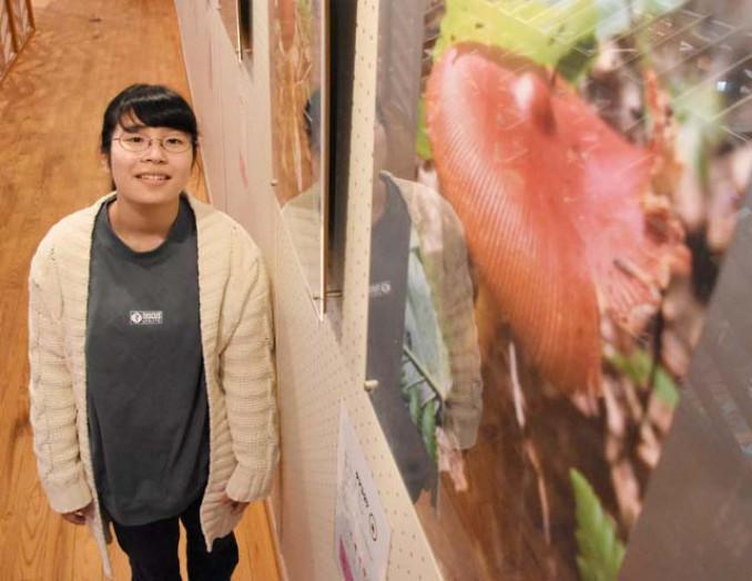 「キノコの新しい楽しみ方や魅力を感じてほしい」との思いを込め、写真展を開いた山内愛子さん