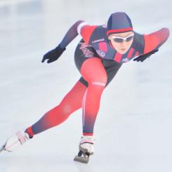 高校女子500メートル 41秒56の好タイムで2連覇を飾った吉田雪乃(盛岡工)=盛岡市・県営スケート場
