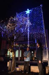 花巻商工会議所石鳥谷支所前で点灯しているイルミネーション