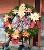 冬のまち輝かせる〝輪〟 盛岡でリースフェス開幕
