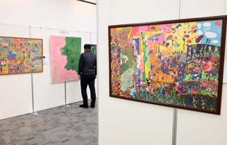 個性あふれる作品が並ぶ展示会場