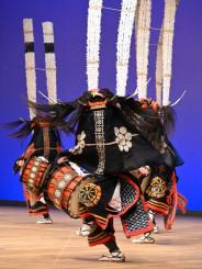 勇壮な舞で観客を引きつけた金津流石関獅子躍