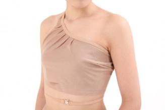 ブライトアイズが開発した乳がん患者用の入浴着(同社提供)