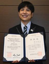医学博士号を取得し「鉄道の安全運行のために知識を生かしていきたい」と語る深山源太さん