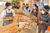 にぎわい創出 膨らむ期待 陸前高田の商業施設「カモシー」開業