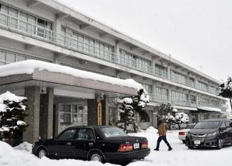 北上学園が建て替えに乗りだす専大北上高の1号館校舎