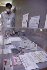 新型コロナウイルスに関する資料を集めた展示=盛岡市上田・県立博物館