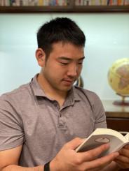 「本とともに成長してきた」と読書の大切さを力説するマリナーズの菊池雄星=米アリゾナ州
