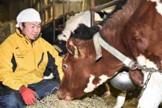 念願の酪農家となった山屋祐太さん。第1子の誕生を控え、うし年に飛躍を誓う=岩泉町岩泉