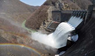 和賀川をせきとめて建設された北上川5大ダムの一つ