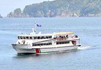 11日で事業を終了する浄土ケ浜の遊覧船=2020年7月、宮古市