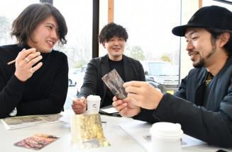 地域の魅力を発信するプロジェクトを本格始動させた(左から)伊藤琢真さん、鈴木稔教さん、八重樫裕己さん