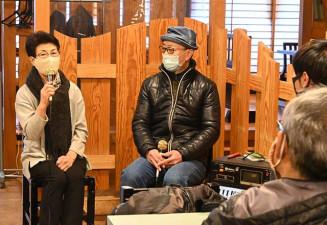 開催100回の歩みを振り返る小田中由美子さん(左)と木津川正芳さん