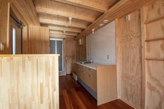 岩手町が整備する移動式木造住宅の内部