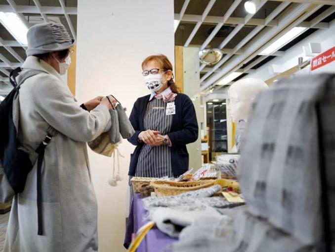 17日で営業を終えたかわとく壱番館内丸店。最終日も多くの買い物客が訪れた