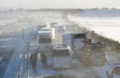 東北道多重事故、影響130台超 11人搬送、死亡者も