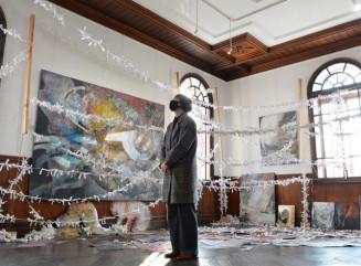 伊藤真理子さんと加村なつえさんの空間全体を使った展示が圧巻の旧石井県令邸。洋館独特の気品に満ちる