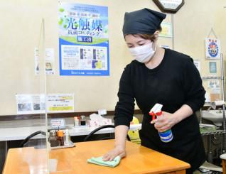 店内を光触媒で抗菌コーティングしたラーメン店「大久保」。感染対策を徹底し、利用客回復を目指す