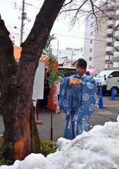 桜の木の伐採を前に行われた神事