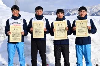 男子リレーで県勢52年ぶりの入賞を果たした盛岡南の(左から)高橋心太郎、大堰徳、久保飛雅、沼野滉平