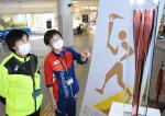パラ五輪トーチ間近に 盛岡で展示、県内巡回