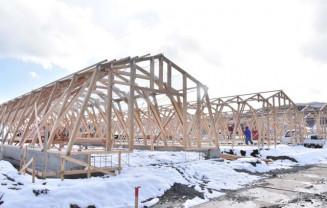 3月28日の一部開業に向けて整備が進むバーベキュー棟とハウス棟