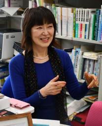 「コロナ禍の今こそ、それぞれの立場でできることを考えていくことが大切」と語る奥野雅子教授