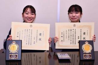 1級満点賞の知らせに「びっくりした」と喜ぶ小竹美貴さん(左)と高橋心優さん