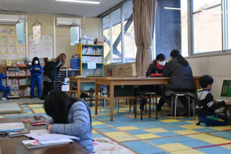 普代村学校支援地域本部の事業の一環で開かれている放課後子供教室。学習、遊びの場を求め、多くの児童が利用する