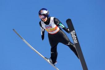 ノルディックスキー世界選手権ジャンプ混合団体での高梨沙羅の飛躍=28日、オーベスルトドルフ(ゲッティ=共同)