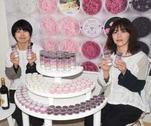 新商品のくずまきワインソルトをPRするやどり木の南舘則江代表(左)と熊谷由美さん
