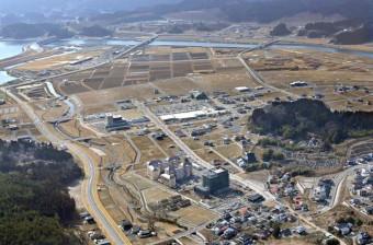 かさ上げ地に市街地の整備を進めてきた陸前高田市中心部=2021年2月21日