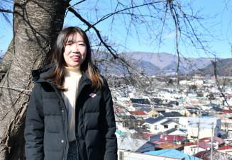 祖母スミさんへの思いを胸に、地元に戻った志田成美さん=大船渡市盛町