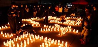 夢あかりに彩られた会場で、震災の犠牲者や古里の未来に思いをはせる住民ら