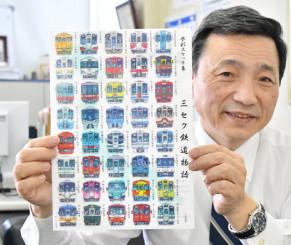 村田林蔵さんが描いた全国の鉄道車両が並ぶクリアファイルをPRする中村一郎社長