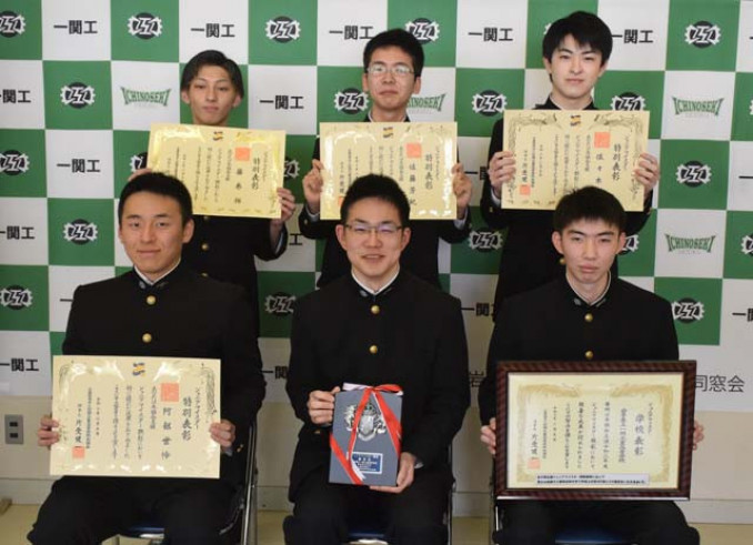 特別表彰を受賞した(前列左から)阿部世怜さん、小野寺廉さん、及川駿介さん、(後列左から)藤巻拓さん、佐藤芳紀さん、佐々木空さん