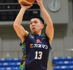 21日の静岡戦でBリーグ日本人最多となる46得点、3点シュート12本を決めた岩手のPG青木龍史