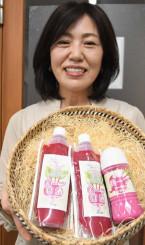 ビーツ入りの甘酒とヨーグルトドレッシング(右)を紹介する渡辺淳子さん