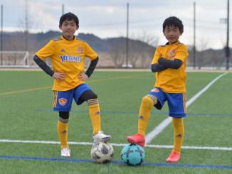 J1仙台のジュニアチーム入りし、世界での活躍を目指す浅利皐生(左)、蓮生兄弟